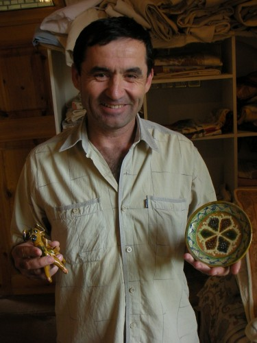 Abdullah with two of his beautiful potteryworks. It's like meeting a Ceramics Celebrity!